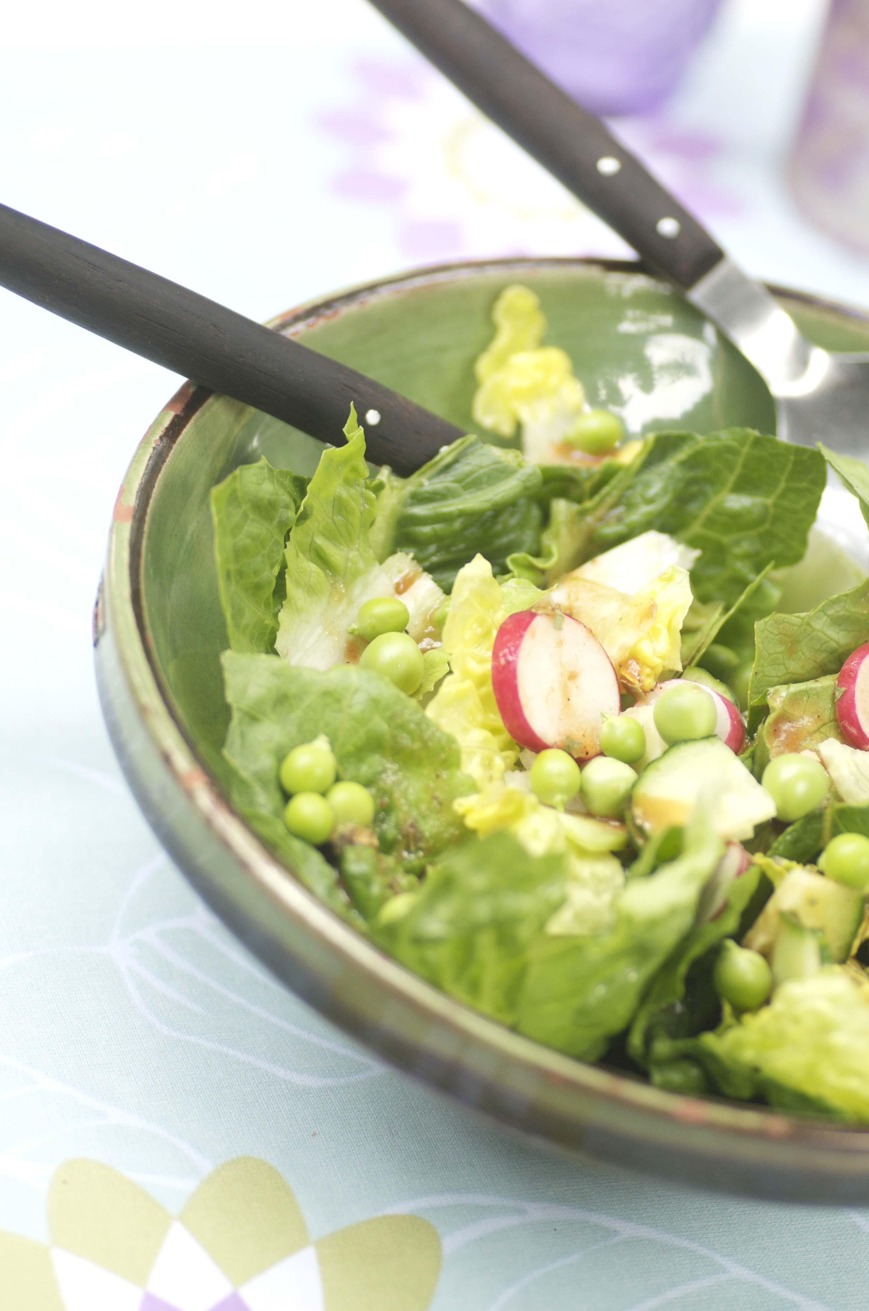 Grøn Salat Med ærter Radiser Og Agurk Kødfri Fredag