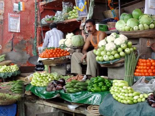 mand med grøntsager