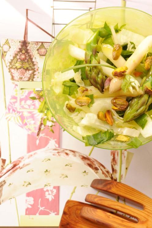 aspargessalat i grøn skål