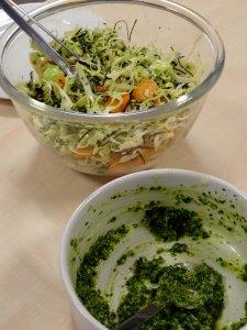 hvidkålssalat og grønkålspesto