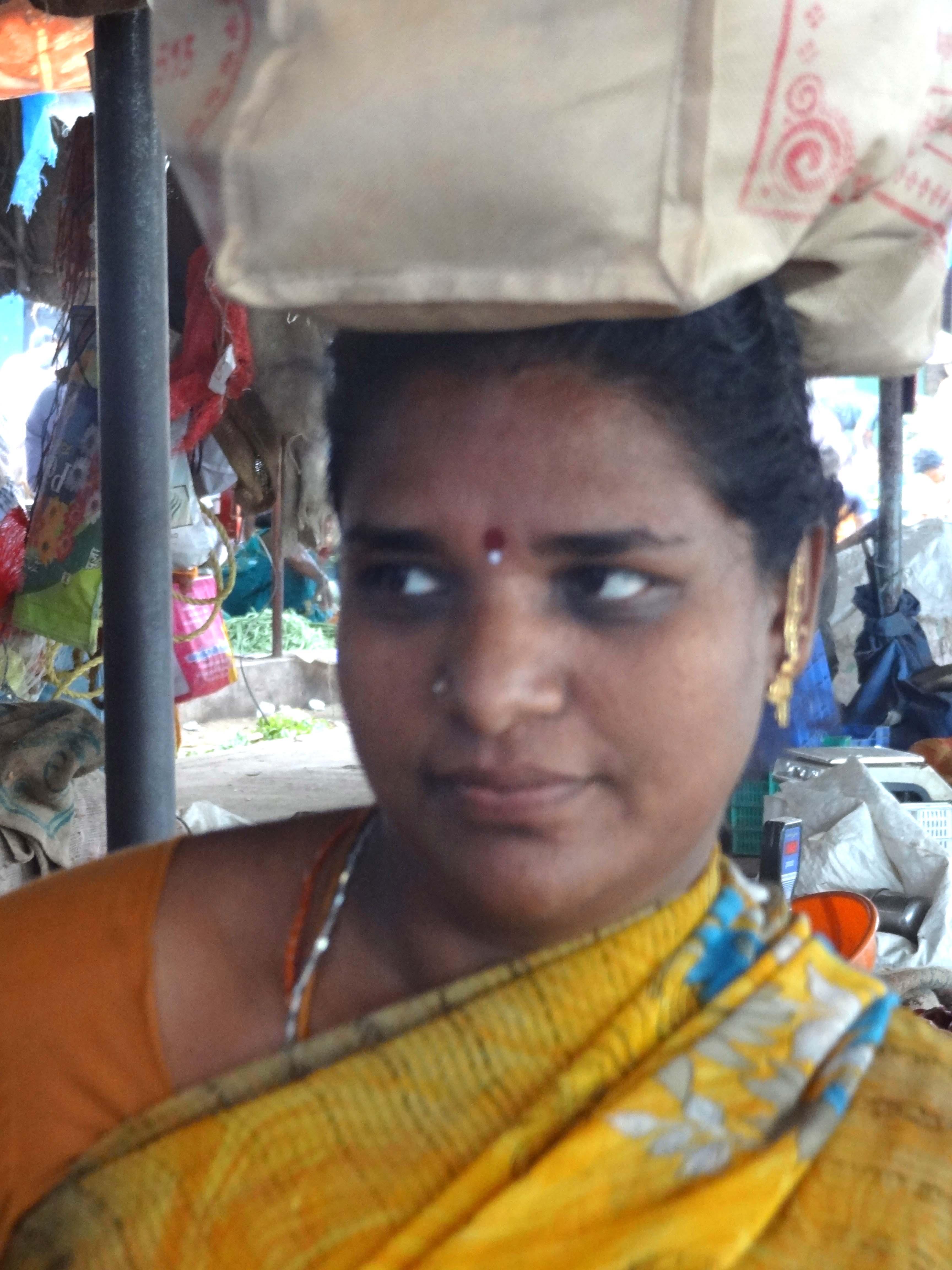 Indisk pige sprøjtning