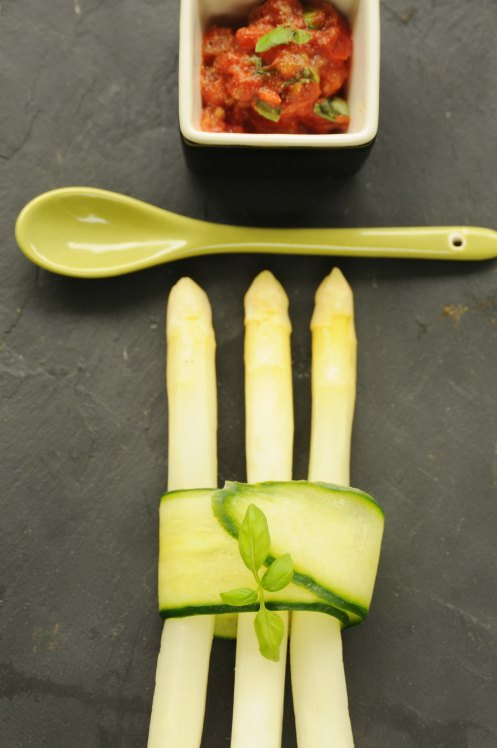 asparges med tomatpesto